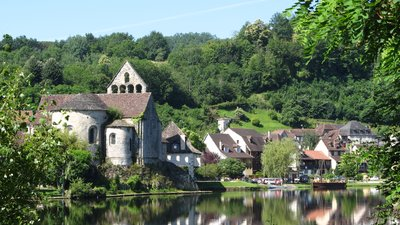 In the region: Beaulieu sur Dordogne, Limousin, Kapel des Pénitents (© By Hubert DENIES (Own work) [CC BY-SA 3.0 (http://creativecommons.org/licenses/by-sa/3.0)], via Wikimedia Commons (original photo: https://commons.wikimedia.org/wiki/File:Beaulieu-sur-Dordogne_Limousin_France_2010_Kapel_des_P%C3%A9nitents_4.jpg))