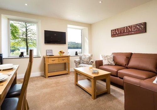 Photo of Holiday Home/Static caravan: 2-Bed Pet-Friendly Lake View Apartment