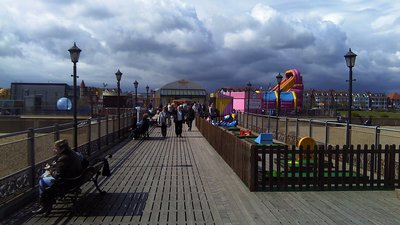 Skegness Pier Deck Looking Towards Main Building (© By MOTORAL1987 (Own work) [CC BY-SA 3.0 (https://creativecommons.org/licenses/by-sa/3.0)], via Wikimedia Commons (original photo: https://commons.wikimedia.org/wiki/File:Skegness_Pier_Deck_Looking_Towards_Main_Building.jpg))
