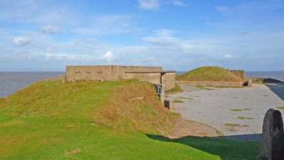 Brean Down - Brean Down Fort (© © Copyright Chris Talbot (http://www.geograph.org.uk/profile/1249) and licensed for reuse (http://www.geograph.org.uk/reuse.php?id=2794990) under this Creative Commons Licence (https://creativecommons.org/licenses/by-sa/2.0/).)
