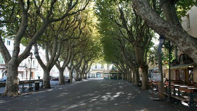 Sérignan promenade (© By Fagairolles 34 (Own work) [CC BY-SA 4.0 (http://creativecommons.org/licenses/by-sa/4.0)], via Wikimedia Commons)