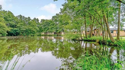 Luxury lakeside holiday lodges East Sussex - Warren Wood Park