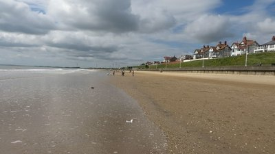 South Sands, Bridlington  (© © Copyright Graham Robson (https://www.geograph.org.uk/profile/8664) and licensed for reuse (http://www.geograph.org.uk/reuse.php?id=5456045) under this Creative Commons Licence (https://creativecommons.org/licenses/by-sa/2.0/).)