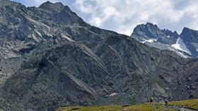 Mont Viso depuis le ac Lestio Queyras (© By Pline (Own work) [CC BY-SA 4.0 (http://creativecommons.org/licenses/by-sa/4.0)], via Wikimedia Commons (original photo: https://commons.wikimedia.org/wiki/File:Mont-Viso-depuis_le-lac-Lestio_Queyras-DSCB-057.jpg))
