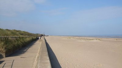 Sea defence wall at Sutton on Sea  (© © Copyright Richard Hoare (http://www.geograph.org.uk/profile/38036) and licensed for reuse (http://www.geograph.org.uk/reuse.php?id=1503484) under this Creative Commons Licence (https://creativecommons.org/licenses/by-sa/2.0/).)