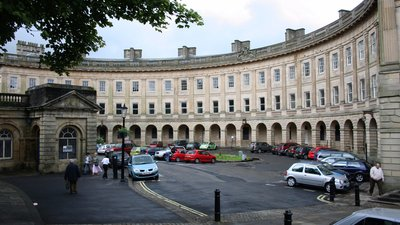 Buxton Crescent (© By Dave Pape (Own work) [Public domain], via Wikimedia Commons)