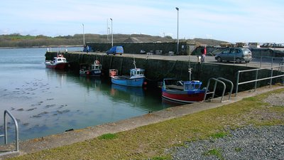 Garlieston harbour close to the caravan site (© By Rosser1954 Roger Griffith (Own work) [Public domain], via Wikimedia Commons)