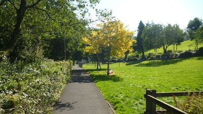 Barnoldswick - Early autumn in Valley Gardens (© © Copyright Dr Neil Clifton (https://www.geograph.org.uk/profile/796) and licensed for reuse (http://www.geograph.org.uk/reuse.php?id=4688492) under this Creative Commons Licence (https://creativecommons.org/licenses/by-sa/2.0/).)