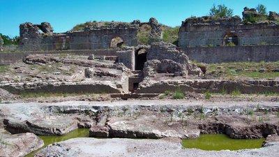 Frejus amphitheatre (© By Patricia.fidi (Own work) [Public domain], via Wikimedia Commons)
