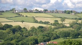 View of Holmesfield Derbyshire from the footpath above Millthorpe  (© © Copyright david mills (https://www.geograph.org.uk/profile/14141) and licensed for reuse (http://www.geograph.org.uk/reuse.php?id=472283) under this Creative Commons Licence (https://creativecommons.org/licenses/by-sa/2.0/).)