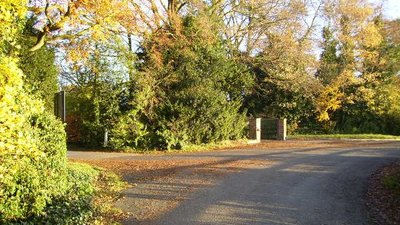 The back lane at the entrance to Claxton Hall near the caravan site (© Phil Catterall/The back lane at the entrance to Claxton Hall (original photo: https://commons.wikimedia.org/wiki/File:The_back_lane_at_the_entrance_to_Claxton_Hall_-_geograph.org.uk_-_280638.jpg))