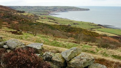 Ravenscar Views  (© © Copyright Scott Robinson (https://www.geograph.org.uk/profile/5892) and licensed for reuse (http://www.geograph.org.uk/reuse.php?id=4437401) under this Creative Commons Licence (https://creativecommons.org/licenses/by-sa/2.0/).)