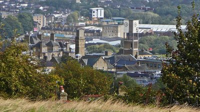 Overview of Shipley, West Yorkshire (© By Flickr user:Tim Green aka atoach.jpg (http://www.flickr.com/photos/atoach/3978355956/) [CC BY 2.0 (http://creativecommons.org/licenses/by/2.0)], via Wikimedia Commons (original photo: https://commons.wikimedia.org/wiki/File:Overview_of_Shipley,_West_Yorkshire.jpg))