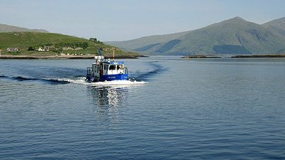The Lismore ferry arriving at Port Appin jetty close to the caravan park (© © Copyright Walter Baxter (https://www.geograph.org.uk/profile/6638) and licensed for reuse (http://www.geograph.org.uk/reuse.php?id=1342570) under this Creative Commons Licence (https://creativecommons.org/licenses/by-sa/2.0/))