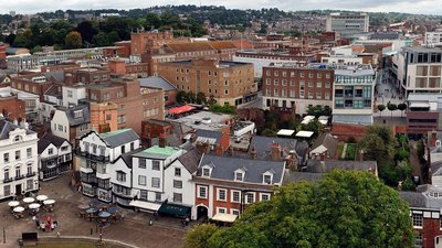 Exeter panorama (© By Smalljim (Own work) [CC BY-SA 3.0 (https://creativecommons.org/licenses/by-sa/3.0)], via Wikimedia Commons (original photo: https://commons.wikimedia.org/wiki/File:Exeter_panorama_1.jpg))