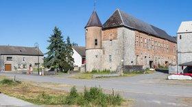 Château-ferme de Foisches (© © Raimond Spekking/, via Wikimedia Commons (original photo: https://commons.wikimedia.org/wiki/File:Ch%C3%A2teau-ferme_de_Foisches-47.jpg))