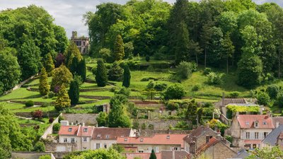 Garden seen from Château de Pierrefonds Oise (© By Jebulon (Own work) [CC0], via Wikimedia Commons)