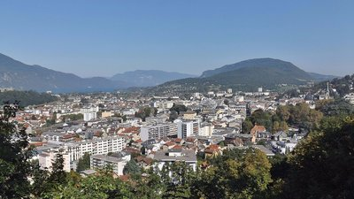 Aix les Bains (Savoie) (© By Florian Pépellin (Own work) [CC BY-SA 3.0 (http://creativecommons.org/licenses/by-sa/3.0)], via Wikimedia Commons)