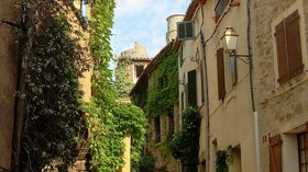 Grimaud village (© By Patricia.fidi (Own work) [Public domain], via Wikimedia Commons)