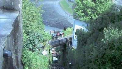 Lynton cliff railway (© steve bailey [CC BY-SA 2.0 (https://creativecommons.org/licenses/by-sa/2.0)], via Wikimedia Commons (original photo: https://commons.wikimedia.org/wiki/File:Lynton_cliff_railway_-_geograph.org.uk_-_349285.jpg))