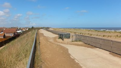 Promenade by Acre Gap, Sutton on Sea  (© © Copyright Richard Hoare (https://www.geograph.org.uk/profile/38036) and licensed for reuse (https://www.geograph.org.uk/reuse.php?id=4450398) under this Creative Commons Licence (https://creativecommons.org/licenses/by-sa/2.0/).)
