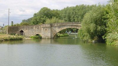 Ha'penny Bridge, Lechlade (© © Copyright Martin Clark (http://www.geograph.org.uk/profile/116) and licensed for reuse (http://www.geograph.org.uk/reuse.php?id=3269) under this Creative Commons Licence (https://creativecommons.org/licenses/by-sa/2.0/))