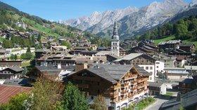 La Clusaz (Haute-Savoie) (© By Florian Pépellin (Own work) [CC BY-SA 3.0 (http://creativecommons.org/licenses/by-sa/3.0)], via Wikimedia Commons (original photo: https://commons.wikimedia.org/wiki/File:La_Clusaz_(Haute-Savoie).JPG))