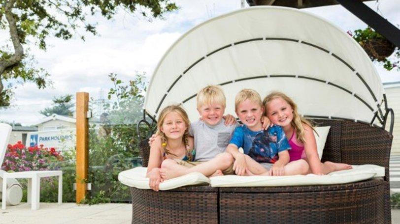 2016-Solent-Breezes-children-outside-pool-area--319