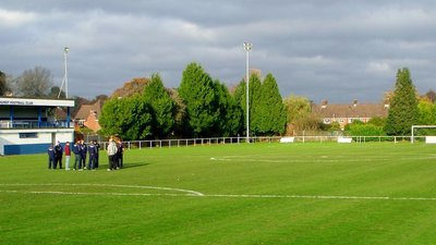 Brockenhurst FC (© By grassrootsgroundswell (Brockenhurst FC) [CC BY 2.0 (http://creativecommons.org/licenses/by/2.0)], via Wikimedia Commons (original photo: https://commons.wikimedia.org/wiki/File:Brockenhurst_FC_(11251292026).jpg))