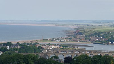 Berwick-upon-Tweed - area near the caravan site (© By mattbuck (category) (Own work by mattbuck.) [CC BY-SA 2.0 (https://creativecommons.org/licenses/by-sa/2.0), CC BY-SA 3.0 (https://creativecommons.org/licenses/by-sa/3.0) or CC BY-SA 4.0 (https://creativecommons.org/licenses/by-sa/4.0)], via Wikimedia Commons (original photo: https://commons.wikimedia.org/wiki/File:Berwick-upon-Tweed_MMB_32.jpg))