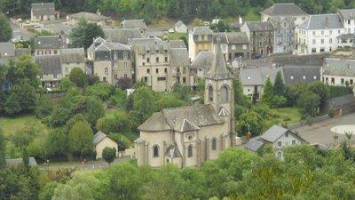 Church in Murol (© By Cruccone (Own work) [CC BY 3.0 (http://creativecommons.org/licenses/by/3.0)], via Wikimedia Commons (original photo: https://commons.wikimedia.org/wiki/File:Murol_eglise.jpg))