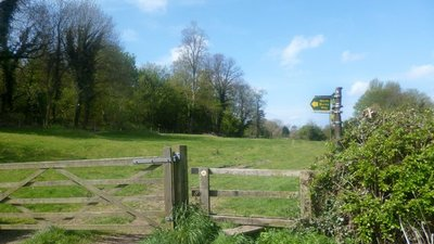 North Bucks Way at Lower Hartwell  (© © Copyright Des Blenkinsopp (https://www.geograph.org.uk/profile/43370) and licensed for reuse (https://www.geograph.org.uk/reuse.php?id=3462470) under this Creative Commons Licence (https://creativecommons.org/licenses/by-sa/2.0/))