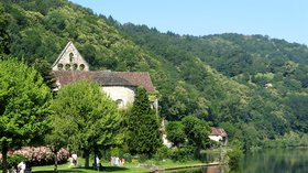 Beaulieu-sur-Dordogne (Limousin) - in the region (© By Hubert DENIES (Own work) [CC BY-SA 3.0 (http://creativecommons.org/licenses/by-sa/3.0)], via Wikimedia Commons (original photo: https://commons.wikimedia.org/wiki/File:Beaulieu-sur-Dordogne_Limousin_France_2010_Kapel_des_P%C3%A9nitents_3.jpg))