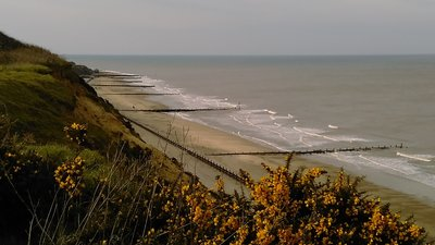 Bacton Beach Norfolk (© Ilya72 [CC BY-SA 4.0 (https://creativecommons.org/licenses/by-sa/4.0)], from Wikimedia Commons (original photo: https://commons.wikimedia.org/wiki/File:Bacton_Beach_Norfolk.jpg))