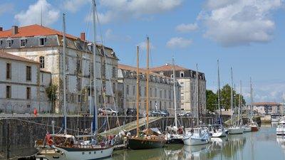 Magasin-aux-vivres-a-Rochefort,-Charente-Maritime,-France-DSC_5850