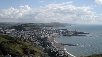 Aberystwyth shore (© Gjt6 at the English language Wikipedia [GFDL (http://www.gnu.org/copyleft/fdl.html) or CC-BY-SA-3.0 (http://creativecommons.org/licenses/by-sa/3.0/)], via Wikimedia Commons (GFDL copy: https://en.wikipedia.org/wiki/GNU_Free_Documentation_License, original photo: https://commons.wikimedia.org/wiki/File:Aberystwyth_shore.jpg))