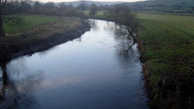 River Aire near Silsden (© By Roland Turner (Flickr: River Aire near Silsden, West Yorkshire.) [CC BY-SA 2.0  (https://creativecommons.org/licenses/by-sa/2.0)], via Wikimedia Commons (original photo: https://commons.wikimedia.org/wiki/File:River_Aire_near_Silsden,_West_Yorkshire.jpg))
