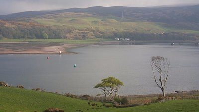 Campbeltown Loch and the Doirlinn near the caravan park (© Bob Jones [CC BY-SA 2.0 (https://creativecommons.org/licenses/by-sa/2.0)], via Wikimedia Commons (original photo: https://commons.wikimedia.org/wiki/File:Campbeltown_Loch_and_the_Doirlinn_-_geograph.org.uk_-_800225.jpg))
