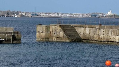 Fraserburgh from Cairnbulg  (© © Copyright Robert W Watt (https://www.geograph.org.uk/profile/69860) and licensed for reuse (http://www.geograph.org.uk/reuse.php?id=2708451) under this Creative Commons Licence (https://creativecommons.org/licenses/by-sa/2.0/).)