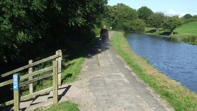 Canal towpath, Carnforth  (© © Copyright Malc McDonald (https://www.geograph.org.uk/profile/44954) and licensed for reuse (http://www.geograph.org.uk/reuse.php?id=3117997) under this Creative Commons Licence (https://creativecommons.org/licenses/by-sa/2.0/).)