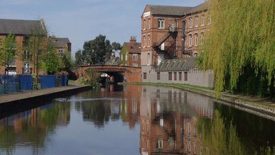 Grand Union Canal. Loughborough (© © Copyright Stephen McKay (http://www.geograph.org.uk/profile/1621) and licensed for reuse (http://www.geograph.org.uk/reuse.php?id=2356289) under this Creative Commons Licence (https://creativecommons.org/licenses/by-sa/2.0/).)