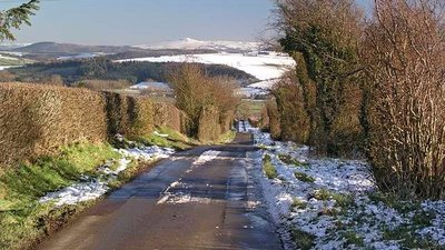 Snowfall in Kerry Lane, Bishop's Castle (© © Copyright Geoff Cryer (http://www.geograph.org.uk/profile/10320) and licensed for reuse (http://www.geograph.org.uk/reuse.php?id=322223) under this Creative Commons Licence (https://creativecommons.org/licenses/by-sa/2.0/).)