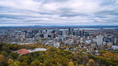 In the region - Montreal from above Mont Royal (© By John Lian (Own work) [CC BY-SA 4.0 (http://creativecommons.org/licenses/by-sa/4.0)], via Wikimedia Commons (original photo: https://commons.wikimedia.org/wiki/File:Montreal_from_above_Mont_Royal.jpg))