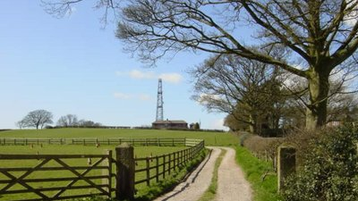 Radio Mast on Birch Hill near Kelsall  (© © Copyright Sue Adair (https://www.geograph.org.uk/profile/1657) and licensed for reuse (http://www.geograph.org.uk/reuse.php?id=153339) under this Creative Commons Licence (https://creativecommons.org/licenses/by-sa/2.0/).)