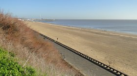 Lowestoft South Beach  (© © Copyright Adrian S Pye (https://www.geograph.org.uk/profile/46997) and licensed for reuse (http://www.geograph.org.uk/reuse.php?id=4364233) under this Creative Commons Licence (https://creativecommons.org/licenses/by-sa/2.0/).)
