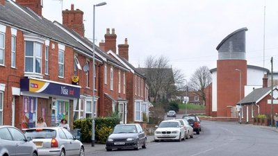 Boston Road, Spilsby (© Dave Hitchborne [CC BY-SA 2.0 (https://creativecommons.org/licenses/by-sa/2.0)], via Wikimedia Commons (original photo: https://commons.wikimedia.org/wiki/File:Boston_Road,_Spilsby_-_geograph.org.uk_-_697357.jpg))