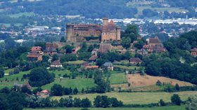 Castelnau Bretenoux (© By Christophe.Finot (Own work) [CC BY-SA 2.5 (http://creativecommons.org/licenses/by-sa/2.5)], via Wikimedia Commons (original photo: https://commons.wikimedia.org/wiki/File:Castelnau-Bretenoux_3.jpg))