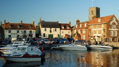 The Quay, Wareham, Dorset (© Peter Trimming [CC BY-SA 2.0 (https://creativecommons.org/licenses/by-sa/2.0)], via Wikimedia Commons (original photo: https://commons.wikimedia.org/wiki/File:The_Quay,_Wareham,_Dorset_-_geograph.org.uk_-_1491600.jpg))