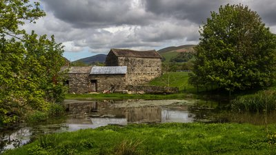 Holme Open Farm, Sedbergh, Cumbria - by Peter McDermott (© Peter McDermott [CC BY-SA 2.0 (https://creativecommons.org/licenses/by-sa/2.0)], via Wikimedia Commons (original photo: https://commons.wikimedia.org/wiki/File:Holme_Open_Farm,_Sedbergh,_Cumbria-geograph-4500286-by-Peter-McDermott.jpg))