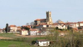 Cordelle Village (© By J.P Montmailler (Own work) [CC BY-SA 1.0 (http://creativecommons.org/licenses/by-sa/1.0)], via Wikimedia Commons (original photo: https://commons.wikimedia.org/wiki/File:Cordelle_Village.jpg))